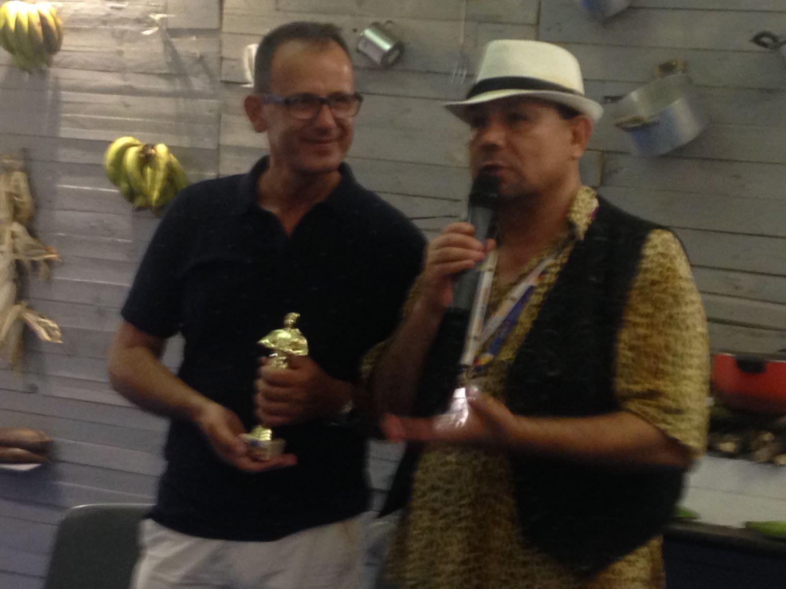 Francisco Rojos premiato da Hector Villanueva e Juan Santana